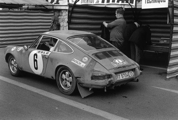 Monte Carlo, Monaco. 16th - 24th January 1970. Bjorn Waldegaard / Lars HelmeŽr (Porsche 911S), 1st position, action. World Copyright: LAT Photographic. Ref: B/W Print.