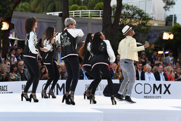 Monte Carlo, Monaco. Friday 26 May 2017. Chris Willis (USA) performs at the Amber Lounge Fashion Show, Le Meridien Beach Plaza Hotel, Monaco World Copyright: Mark Sutton/Sutton/LAT Images ref: Digital Image dcd1727my394