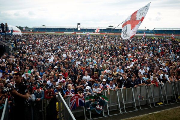 Silverstone, Northamptonshire, UK.  Sunday 16 July 2017. Fans at the stage. World Copyright: Steve Etherington/LAT Images  ref: Digital Image SNE10574