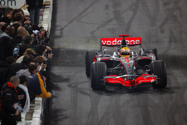 2008 F1 World Champion Lewis Hamilton (GBR) demonstrates a McLaren MP4-23 for the Wembley crowds.