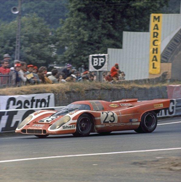 Le Mans, France. 13 - 14 June 1970 Hans Herrmann/Richard Attwood (Porsche 917K), 1st position, action World Copyright: LAT PhotographicRef: 70MFLM