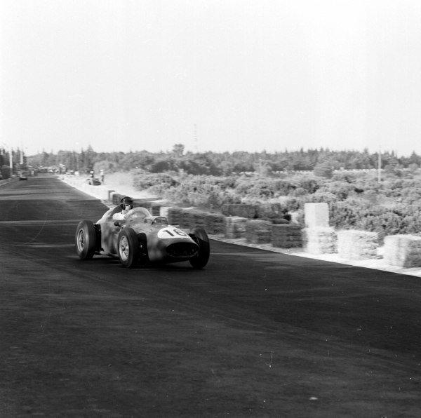 1959 Portuguese Grand Prix.Monsanto, Lisbon, Portugal.21-23 August 1959.Dan Gurney (Ferrari Dino 246) 3rd position.Ref-4861.World Copyright - LAT Photographic