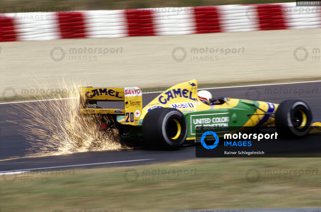 Martin Brundle, Benetton B192 Ford, with sparks flying.