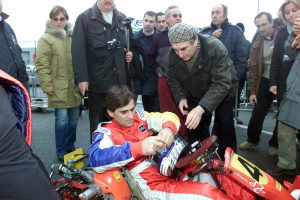 Alex Zanardi (ITA) took part in the Karting race.Bologna Motorshow, Bologna, Italy, 7-8 December 2002.DIGITAL IMAGE