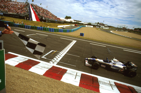 Magny-Cours, France.28-30 June 1996.Damon Hill (Williams FW18 Renault) punches the air as he crosses the line to take victory.Ref-96 FRA 04.World Copyright - LAT Photographic