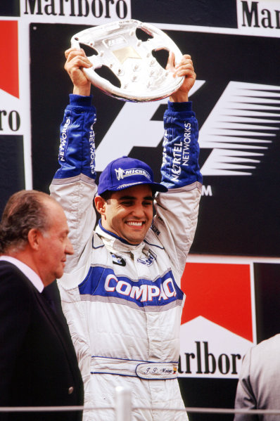 2001 Spanish Grand PrixCatalunya, Barcelona, Spain. 27-29 April 2001.Juan-Pablo Montoya (Williams BMW) holds up his trophy for 2nd position on the podium. HRH King Juan Carlos of Spain stands to the left.World Copyright - LAT Photographicref: 35mm Image