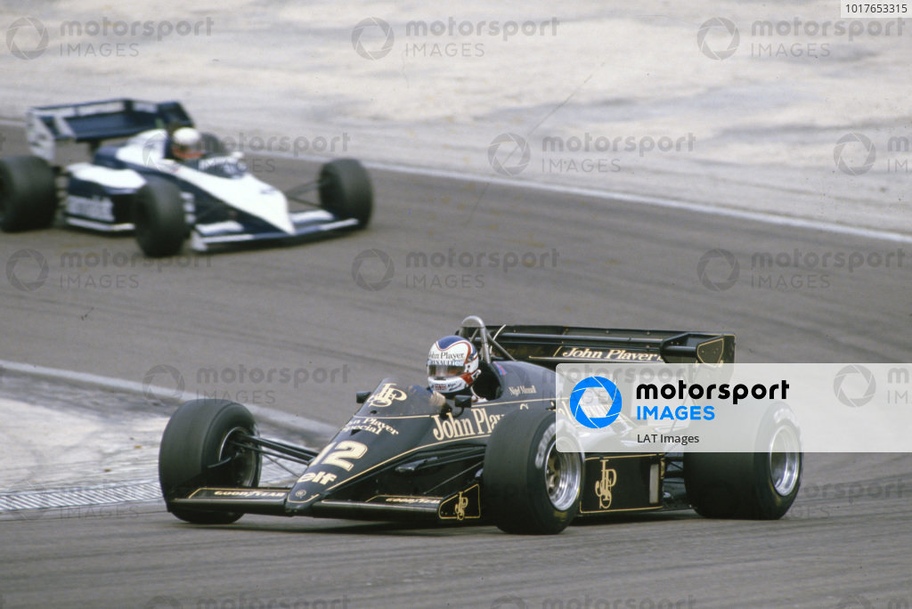 Nigel Mansell, Lotus 95T Renault, leads Teo Fabi, Brabham BT53 BMW.