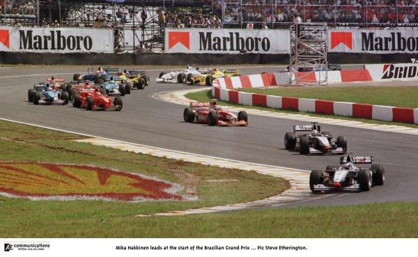 1998 Brazilian Grand Prix.Interlagos, Sao Paulo, Brazil.27-29 March 1998.Mika Hakkinen (McLaren MP4/13 Mercedes-Benz) leads at the start.World Copyright - Steve Etherington/LAT Photographic