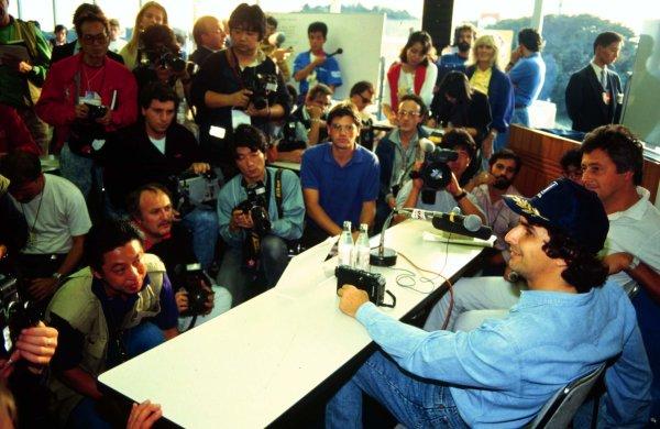 1987 Japanese Grand Prix.Suzuka, Japan.29/10-1/11 1987.Nelson Piquet (Williams Honda) is interviewed after clinching the World Championship.World Copyright - LAT Photographic