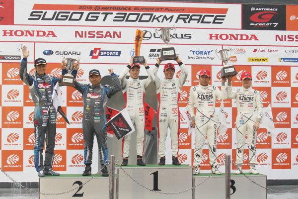 GT300 Winner Shinichi Takagi & Nirei Fukuzumi, Autobacs Racing Team Aguri Honda NSX GT3, celebrate on the podium. Alongside are Nobuteru Taniguchi & Tatsuya Kataoka, Goodsmile Racing with Team UKYO, Mercedes-AMG GT3, 2nd position and Morio Nitta & Sena Sakaguchi, LM Corsa K-Tunes Racing, Lexus RC F GT3, 3rd position