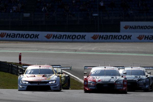 Sheldon van der Linde, BMW Team RBM, BMW M4 DTM, Loic Duval, Audi Sport Team Phoenix, Audi RS 5 DTM.