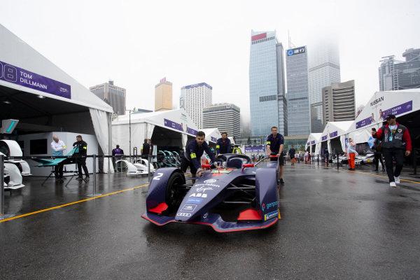 Mechanics push Sam Bird's (GBR), Envision Virgin Racing, Audi e-tron FE05 through the pit lane