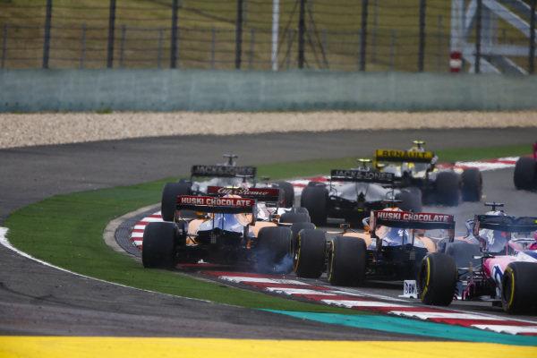 Daniil Kvyat, Toro Rosso STR14, collides with Carlos Sainz Jr., McLaren MCL34, and Lando Norris, McLaren MCL34, on the opening lap
