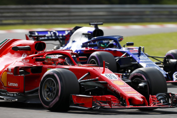 Antonio Giovinazzi, Ferrari SF71H, leads Brendon Hartley, Toro Rosso STR13 Honda.