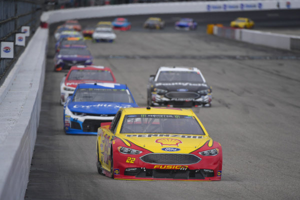 #22: Joey Logano, Team Penske, Ford Fusion Shell Pennzoil, #42: Kyle Larson, Chip Ganassi Racing, Chevrolet Camaro Credit One Bank