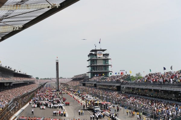 Indy 500 atmosphere on the grid. IndyCar Series, Rd5, Indianapolis 500, Indianapolis Motor Speedway, Indianapolis, USA, 29 May 2011.