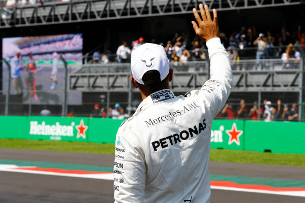 Autodromo Hermanos Rodriguez, Mexico City, Mexico. Saturday 28 October 2017. Lewis Hamilton, Mercedes AMG, waves to the fans after Qualifying. World Copyright: Steven Tee/LAT Images  ref: Digital Image _R3I5423