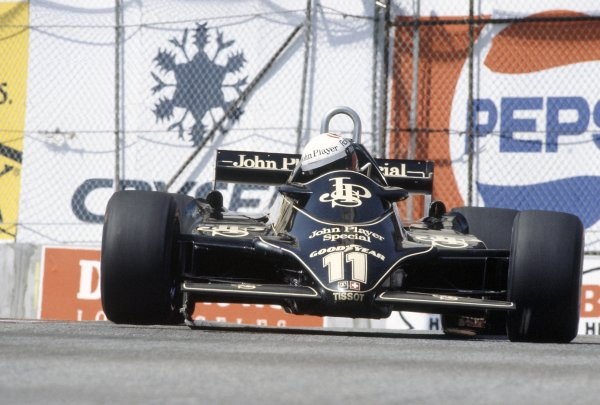 1982 United States Grand Prix West.Long Beach, California, USA. 2-4 April 1982.Elio de Angelis (Lotus 91-Ford Cosworth), 5th position.World Copyright: LAT PhotographicRef: 35mm transparency 82LB30