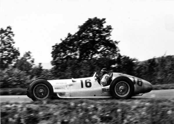 1938 German Grand Prix.  Nurburgring, Germany. 24 July 1938.  Dick Seaman, Mercedes-Benz W154, 1st position.  Ref: RF38_GER_02. World Copyright: Robert Fellowes/LAT Photographic