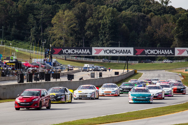 Cars head to pace lap