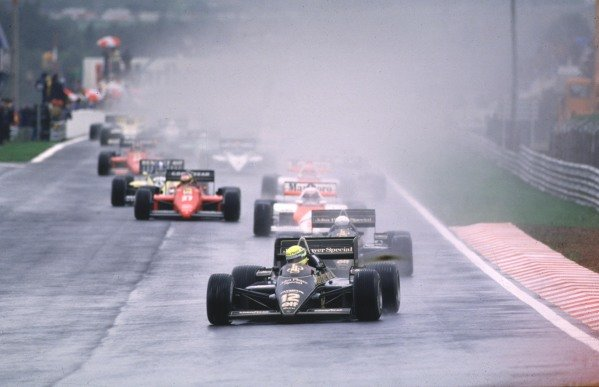 1985 Portuguese Grand Prix, Estoril, Portugal.19-21 April 1985.Ayrton Senna (Lotus 97T Renault) leads at the start before dominating and winning for the first time.World copyight - LAT Photographic