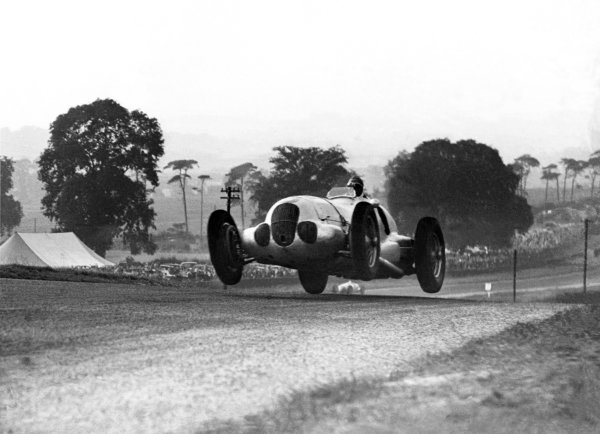 1937 Donington Grand Prix. Donington Park, Great Britain. 2nd October 1937. Manfred von Brauchitsch (Mercedes-Benz W125), 2nd position. World Copyright - LAT Photographic. Ref: Autocar Glass Plate C12996A (No Plate, Scan from print only).
