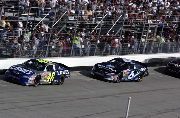 2002 NASCAR,Dover Downs,Sept 20-22, 20022002 NASCAR, Dover,Del . USA -Mark martin chases Jimmie Johnson ,Copyright-Robt LeSieur2002LAT Photographic