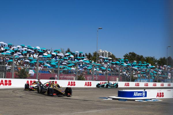 Andre Lotterer (DEU), DS TECHEETAH, DS E-Tense FE19 leads Lucas Di Grassi (BRA), Audi Sport ABT Schaeffler, Audi e-tron FE05 and Nelson Piquet Jr. (BRA), Panasonic Jaguar Racing, Jaguar I-Type 3
