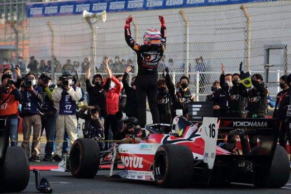 Winner Tomoki Nojiri ( #16 TEAM MUGEN, Dallara SF19 Honda) celebrates in parc ferme. Photo: Yukio Yoshimi