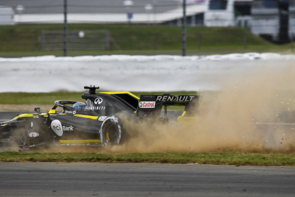 Daniel Ricciardo, Renault R.S.19 runs wide