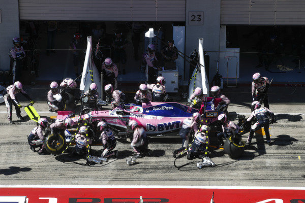 Sergio Perez, Racing Point RP19, i the pits
