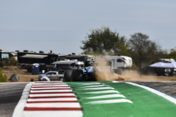 Robert Kubica, Williams FW42, kicks-up dust after running wide