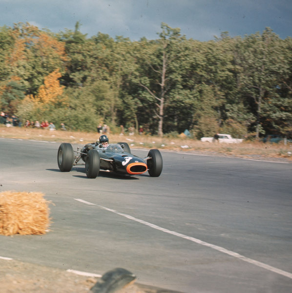 Watkins Glen, New York, USA.1-3 October 1965.Graham Hill (BRM P261) 1st position.Ref-3/1856.World Copyright - LAT Photographic