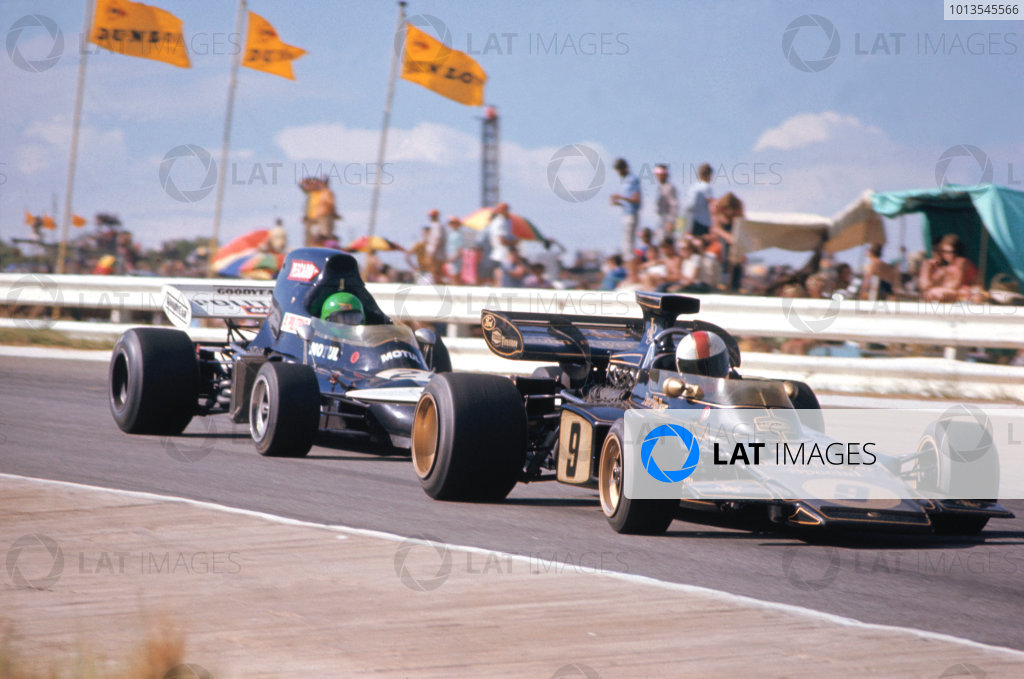 1972 South African Grand Prix. Kyalami, South Africa. 2nd - 4th July 1972. Dave Walker (Lotus 72-Ford), Action.  World Copyright: LAT Photographic. Ref: 72 SA 47