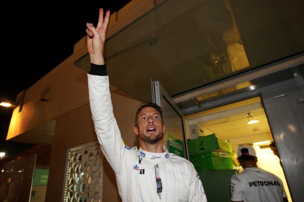 Yas Marina Circuit, Abu Dhabi, United Arab Emirates. Sunday 27 November 2016. Jenson Button, McLaren. World Copyright: Charles Coates/LAT Photographic ref: Digital Image DJ5R0309