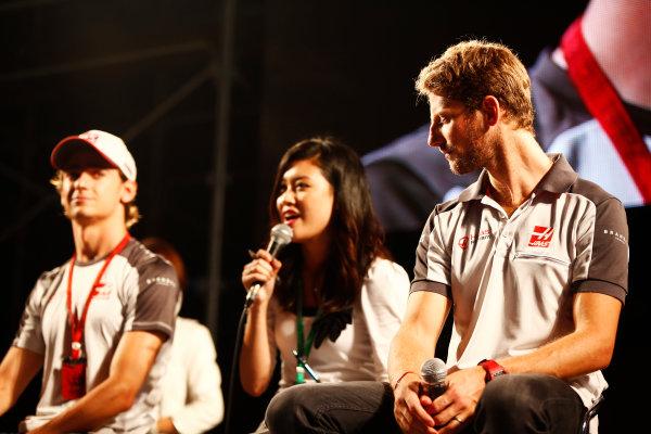 Suzuka Circuit, Japan. Saturday 08 October 2016. Esteban Gutierrez, Haas F1, and Romain Grosjean, Haas F1, at a fan event. World Copyright: Andy Hone/LAT Photographic ref: Digital Image _ONY5291