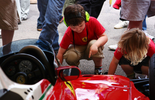 Goodwood, England. 3rd July 2009. Young Ferrari fans. Atmosphere.World Copyright: Kevin Wood/LAT Photographic Ref: Digital Image IMG_8528a