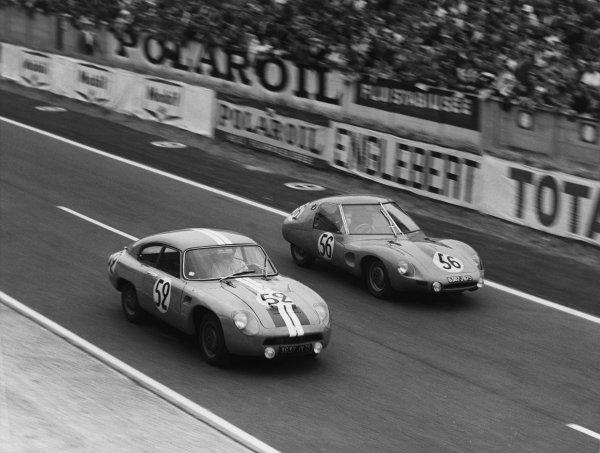 Le Mans, France. 25th - 26th June 1960 Rene Bartholoni/Bernard de St. Auban (D B. HBR4 Panhard Coupe), 20th position passes Robert Bouharde/Francois Jaeger (D B. HBR5 Panhard Coupe), 19th position, action. World Copyright: LAT Photographic Ref:  B/WPRINT.
