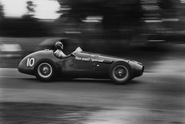 Monza, Italy. 5th September 1954.Peter Collins (Vanwall Special), 7th position, action. World Copyright: LAT Photographic.Ref:  B/W Print.