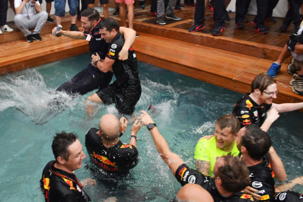 Race winner Daniel Ricciardo (AUS) Red Bull Racing celebrates with the team in the Red Bull Racing Energy Station swimming pool