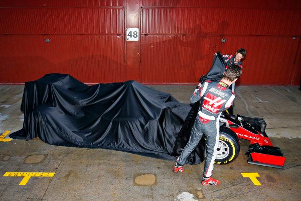 Circuit de Catalunya, Barcelona, Spain Monday 22 February 2016. Romain Grosjean, Haas F1, and Esteban Gutierrez, Haas F1, unveil the Haas VF-16 Ferrari. World Copyright: Sam Bloxham/LAT Photographic ref: Digital Image _SBL3777