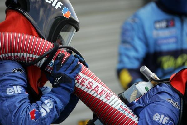 Renault pitstop practice.Formula One Testing, Silverstone, England, 22 February 2005.DIGITAL IMAGE