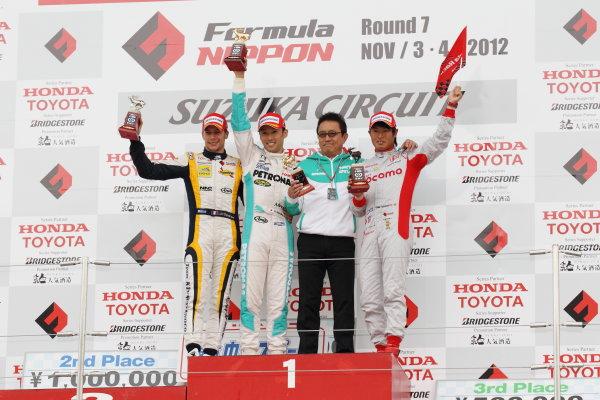 Suzuka Circuit, Japan. Rd 7 - 3rd - 4th November 2012. Race 2 Winner Kazuki Nakajima ( #2 PETRONAS TEAM TOM'S ) 2nd position Loic Duval ( #8 Team KYGNUS SUNOCO )  3rd position Koudai Tsukakoshi ( #41 DOCOMO TEAM DANDELION RACING ) podium, portrait. World Copyright: Yasushi Ishihara/LAT Photographic ref: Digital Image 2012FN_Rd7_022