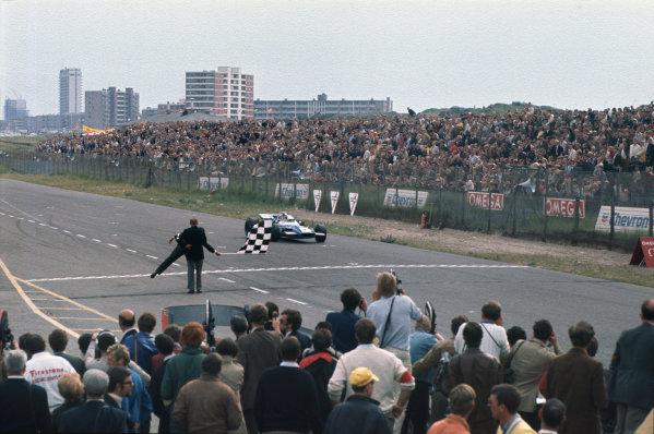 Zandvoort, Holland. 19-21 June 1969.  Jackie Stewart, Matra MS80 Ford, wins.  Ref: 69HOL06. World Copyright: LAT Photographic