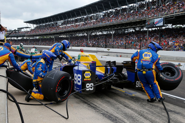 Verizon IndyCar Series Indianapolis 500 Race Indianapolis Motor Speedway, Indianapolis, IN USA Sunday 28 May 2017 Alexander Rossi, Andretti Herta Autosport with Curb-Agajanian Honda makes a pit stop World Copyright: Russell LaBounty LAT Images