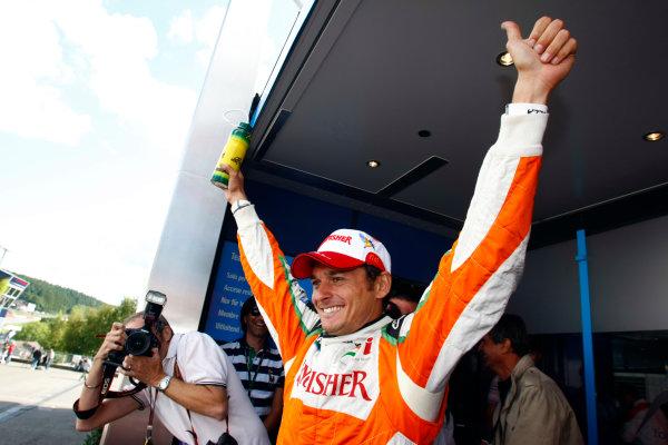 Spa-Francorchamps, Spa, Belgium29th August 2009.Giancarlo Fisichella, Force India VJM02 Mercedes, celebrates pole position. Portrait. World Copyright: Charles Coates/LAT Photographicref: Digital Image _26Y8924