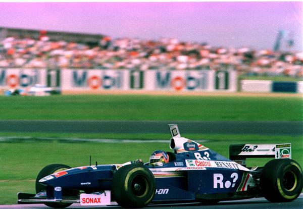1997 British Grand Prix.Silverstone, England.11-13 July 1997.Jacques Villeneuve (Williams FW19 Renault) 1st position.World Copyright - LAT Photographic