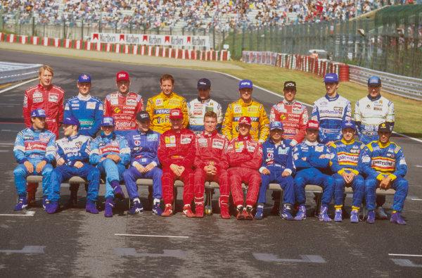 Suzuka, Japan.11-13 October 1996.End of season drivers group shot.Ref-96 JAP 01.World Copyright - LAT Photographic