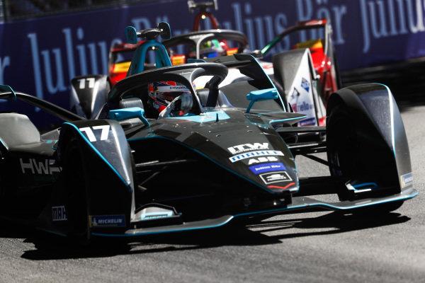 Gary Paffett (GBR), HWA Racelab, VFE-05, leads Lucas Di Grassi (BRA), Audi Sport ABT Schaeffler, Audi e-tron FE05