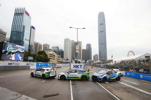 Sérgio Jimenez (BRA), Jaguar Brazil Racing leads Cacá Bueno (BRA), Jaguar Brazil Racing and Darryl O'Young (HKG), Jaguar VIP car